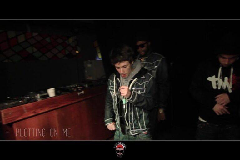Auzi LIVE Performance Inside Johnny Jacksons